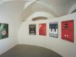 Pohled do instalace výstavy skupiny Pode Bal Drogy, 11. 8.–6. 9. 1998