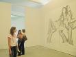 Pohled do instalace kreseb s tématem domácích masakrů od Marlene McCarty, foto: Alexis Zavialoff