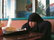 Šachram Entekabi (1957 Beroujerd, Irán. Žije v Berlíně, Německo), Happy Meal, 2004, video.