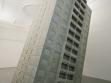 Je to atrakce nebo to padá? (2009), 480×230×230 cm, desky © CETRIS, překližka, dřev. konstrukce, foto Radek Jandera.