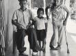 Bruder und Schwester Teil I Manuel Gil und Óscar Gil, Guatemalan Forced Migration: The Politics of Care in Representing Refugees, Fotografien, 2006. Bruder und Schwester Teil I  (links) Die Stelle vor dem Haus, an der das erste Bild entstand, wurde vo