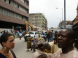 Asking for directions near the clothes and fabric market on Lagos Island, from left to right: Loren Hansi Momodu, policeman, Eddy, photo: Borut Vogelnik.